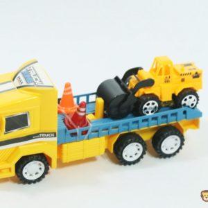 Nákladné auto s valcom a dvomi kužeľami. Rozmery: 23x8x10cm Nevhodné pre deti do 3 rokov.