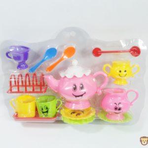 Farebný čajový set pre najmenších ktorý radi pijú čaj. Rozemry celého balenia:35x25cm Nevhodné pre deti do 3 rokov.