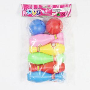 Mini Bowling pestrých farieb Balenie obsahuje 10 kolkov a 2 loptičky Výška kolkov: 11cm Nevhodné pre deti do 3 rokov.