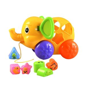 Veselý sloník s tvarmi na vkladanie je 24 cm veľký, hračka podporuje u detí rozvoj jemnej motoriky, rozpoznávanie tvarov a farieb, počas ťahania sloník pohybuje ušami. Rozmery: 24x14cm Nevhodné pre deti do 3 rokov.