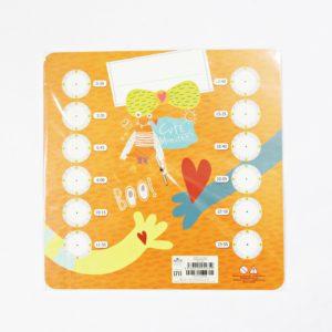 Náučné papierové hodiny monsters farebné Rozmery: 21,5×21,5cm Nevhodné pre deti do 3 rokov.