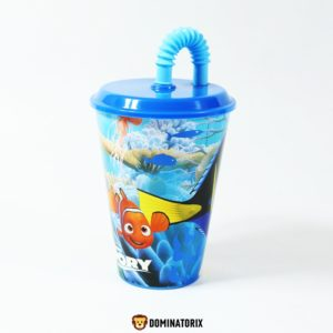 Plastový pohár so slamkou a vchnákom Disney Pixar Dory. Modrá farba. Pohár je vhodný do mikrovlnnej rúry (na dobu ohrevu do 2 minút). Objem 400 ml. Vhodný na cesty, pikniky, na domáce stolovanie. Pohár Disney Pixar Dory je nevhodný do umývačky riadu. Nevhodné pre deti do 3 rokov.