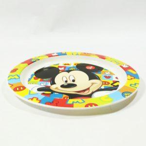 Detský tanier Mickey Mouse pismená o priemere 22cm. Je vhodný do mikrovlnej rúry po dobu ohrevu do 2 minút. Hĺbka taniera je 1cm. Materiál-plast. Vhodné pre deti od 3 rokov.
