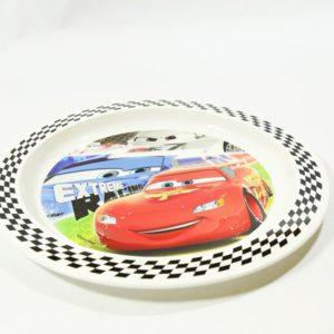 Detský tanier Autá Disney farebný, je veľký o priemere 22cm. Hĺbka taniera je 1cm. Tanier je vhodný do mikrovlnnej rúry (na dobu ohrevu do 2 minút). Materiál plast. Vhodné pre deti od 3 rokov.