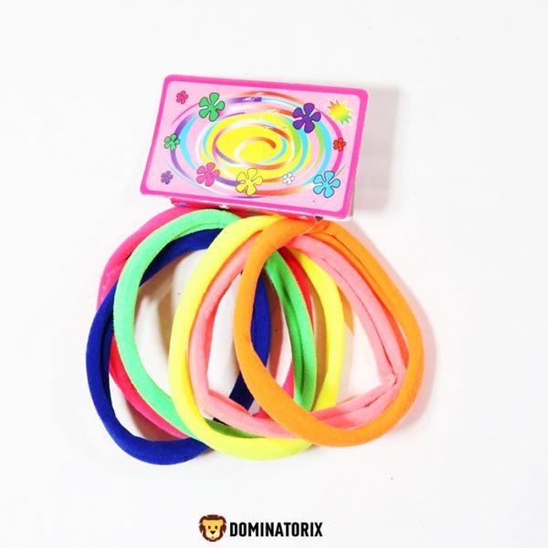 Gumičky do vlasov dúhové. V balení je 6ks farebných gumičiek. Priemer gumičky je 8cm. Vhodné pre deti od 3 rokov.