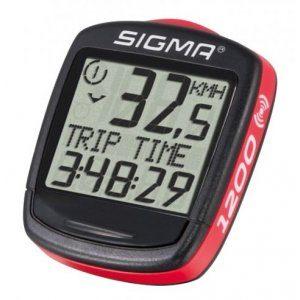 Tachometer na bicykel Sigma 1200 s príslušenstvom. Má 12 funkcií: Rýchlosť Maximálna rýchlosť Priemerná rýchlosť Porovnanie priemernej a maximálnej rýchlosti Vzdialenosť od štartu Celková vzdialenosť Čas cesty Celkový čas jazdy Teplota Hodiny-čas Výber 7 rôznych jazykov Nastavenie km/mph