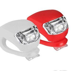 LED svetlá na bicykel Predné+Zadné . V balení sú 2ks, predné a zadné. Predné svetlo: - 2x biela LED dioda s optickým zvýraznením svietenia - 3 funkcie: blikanie - svietenie - vypnuté. -batérie CR2032 sú súčasťou balenia. Zadné svetlo: - 2x červená LED dioda s optickým zvýraznením svietenia. - 3 funkcie: blikanie - svietenie - vypnuté. -batérie CR2032 sú súčasťou balenia.