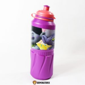 Detská fľaša Trolls 530ml fialová. Môžete ju používať v mikrovlnej rúre, ale nie v umývačke riadu. Materiál-plast. Vhodné pre deti od 3 rokov.