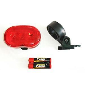 Zadné LED svetlo na bicykel JY-006T. Obsahuje 3 LED červené diody a 3 funkcie: Svieti a má 2 polohy blikania. Batérie 2xAAA sú súčasťou balenia. Materiál-plast, kov. Rozmery svetla: 6,5x4x3cm.
