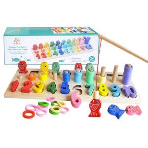 Drevená hračka s číslami a rybkami Balenie obsahuje: drevená doska, drevené rybky s magnetom, drevené čísla, drevená udica s magnetom, plastové krúžky farebné a vrecúško. Super zábavka pre deti, ktoré môžu loviť rybky pomocou udice s magnetom. Rozmery dosky: 39x13x1cm Vhodné pre deti od 36 mesiacov